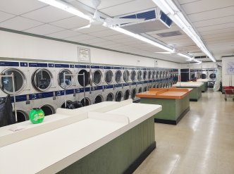 $100k/yr Owner-Operator Laundry Opportunity in Evanston Main Image #1