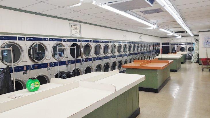 $100k/yr Owner-Operator Laundry Opportunity in Evanston Main Image #1